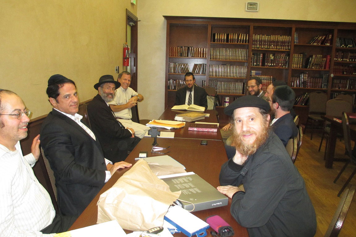 Rav Schenkolewski giving shiur in LA