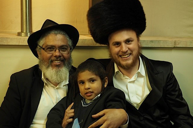 Dovid Engel with talmid at Sukkos event